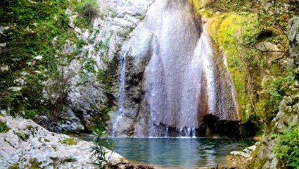 Κρυστάλλινα νερά, μαγευτική θέα – Ταξίδι στους εντυπωσιακότερους καταρράκτες της Ελλάδας (pics)