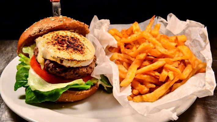 Ραντεβού στο Κουκάκι! 27 Burgers και κοκτέιλς μπύρας περιμένουν να τα απολαύσετε…