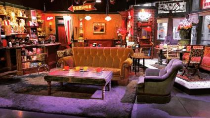 Η θρυλική καφετέρια δεν υπήρχε – Αυτό είναι το στούντιο που γυρίστηκαν «Tα φιλαράκια» (Pics)