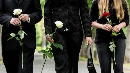 Οι 7 κλασικοί τύποι που θα συναντήσεις σε μια κηδεία στο χωριό!