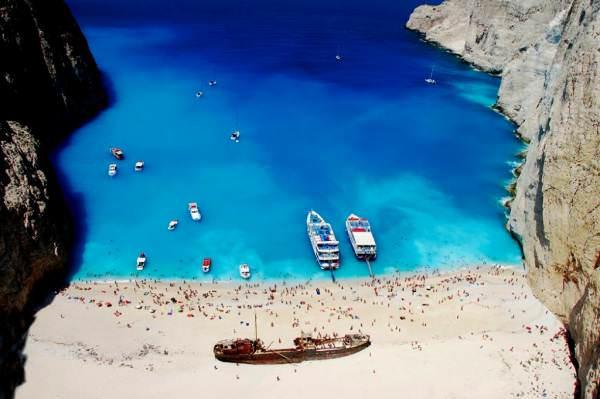 «Το Ναυάγιο»: Η ιστορία του πλοίου που βρίσκεται στην ωραιότερη παραλία της Ελλάδας