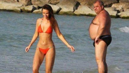 5 τρόποι να ξενοκοιτάξεις στην παραλία ενώ είναι η φίλη σου δίπλα (pics)