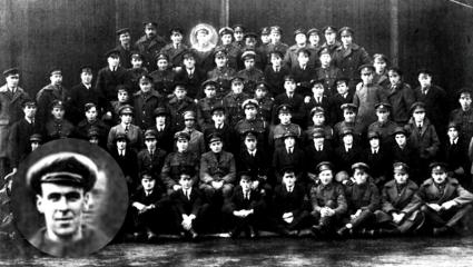 Φρέντι Τζάκσον: Ο μηχανικός – φάντασμα που πόζαρε σε αναμνηστική φωτογραφία την ημέρα της κηδείας του