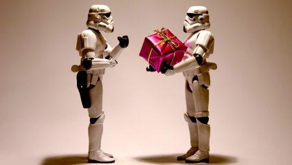 4 + 1 προτάσεις για δώρα για να μη σου γκρινιάζει στην επέτειο