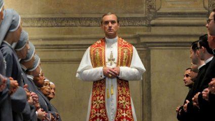 The Υoung Pope: Ένας Άγιος Πατέρας που καπνίζει και πίνει coca cola zero