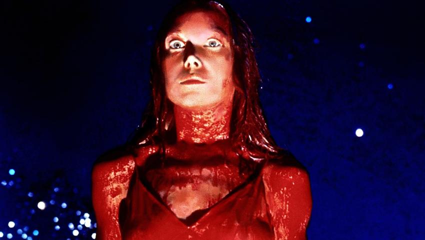 Η απίστευτη ιστορία πίσω από την «Carrie» του Στίβεν Κινγκ – Προοριζόταν για… το Playboy