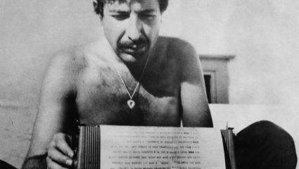 Leonard Cohen: ένας γυμνόστηθος τύπος που έγραφε μέσα στη νύχτα στην ταράτσα του στην Ύδρα, παρέα με τη Μarianne
