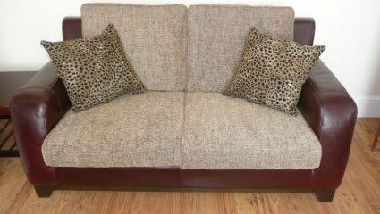 5 πράγματα που μπορεί να κρύβει το μαξιλάρι του καναπέ