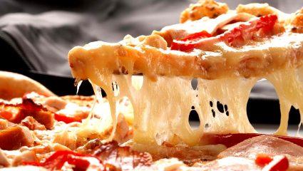 Πώς να φτιάξεις σπιτική πίτσα μόνος σου σε χρόνο–ρεκόρ!
