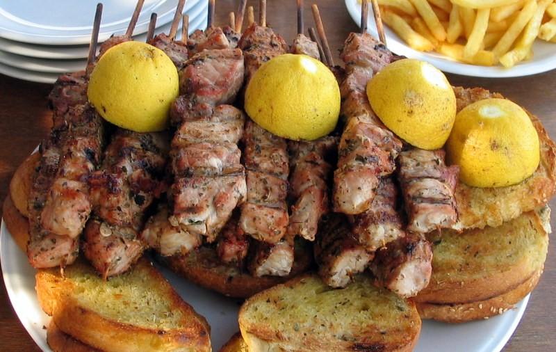 Πείραμα: Δείξαμε σε έναν Σαλονικιό και έναν Αθηναίο 8 φαγητά και τους ζητήσαμε να μας πουν τι βλέπουν