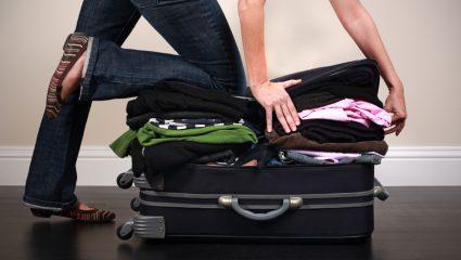 3ήμερο Χριστουγέννων: Τι βάζει μια γυναίκα στη βαλίτσα και τι ένας άντρας