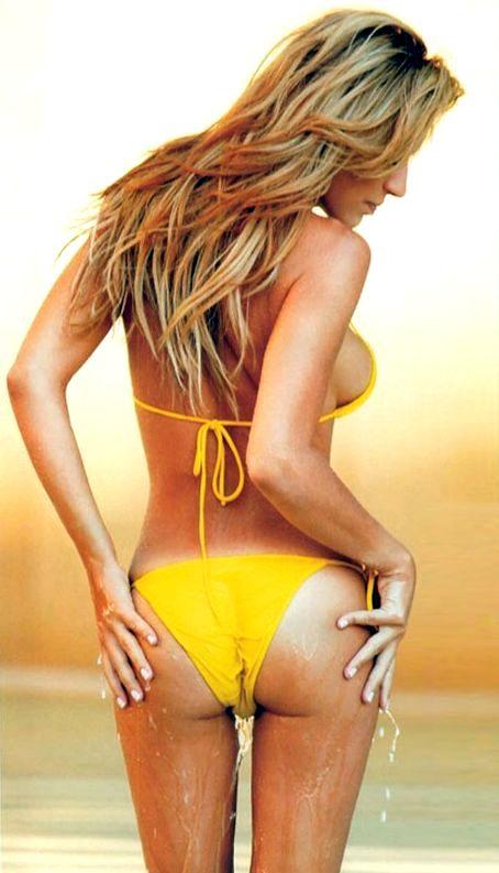 Η Χριστίνα Κολέτσα κοντεύει 40 κι εμείς… ανυπομονούμε να σβήσουμε κεράκια (Pics & Vids)