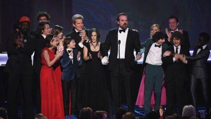 Το acceptance speech από το καστ του Stranger Things θα σε σηκώσει όρθιο
