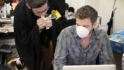 Τα γαϊδούρια που έρχονται κρυωμένα στη δουλειά και κολλάνε κόσμο