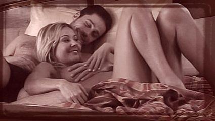 7 ερωτικές σκηνές γυναικών που πήγαν με μικρότερους σε ελληνικά σήριαλ (Vids)