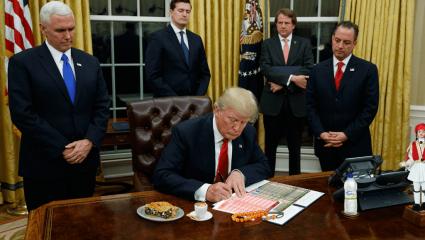 Πώς θα αλλάξει ο Λευκός Οίκος από τους Έλληνες του Τραμπ;