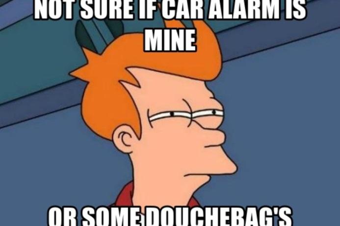 Τι κάνεις όταν βαράει ο συναγερμός του αμαξιού του γείτονα όλη νύχτα…