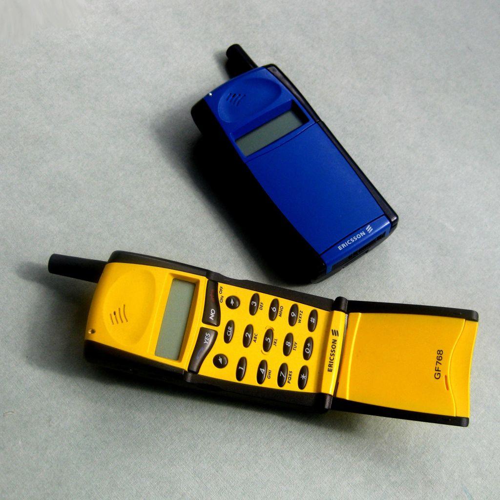 Οι αθάνατες...μπακατέλες: 10 θρυλικά κινητά των '90s που δεν έσπαγαν με τίποτα (Pics)