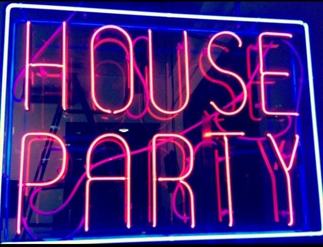 Ταξίδι στο χρόνο - Πόσα θυμάσαι από τα αξέχαστα πάρτι των '90s; (Pics & Vids)