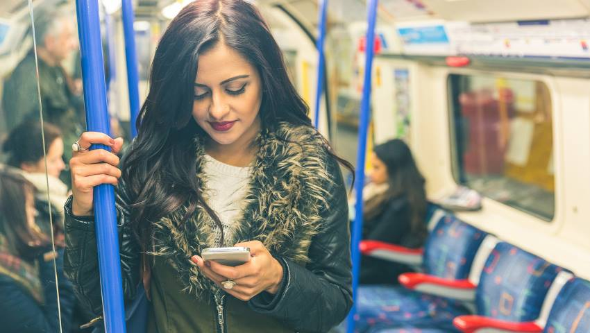Τεστ γκαντεμιάς: Αυτοί είναι οι 5 πιο σπαστικοί τύποι που θα καθίσουν δίπλα σου στο μετρό αν είσαι άτυχος