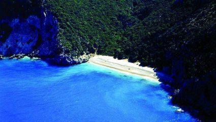 Δεν είναι Καραϊβική: Αυτή είναι η ωραιότερη κρυμμένη παραλία της Ελλάδας (Pics)
