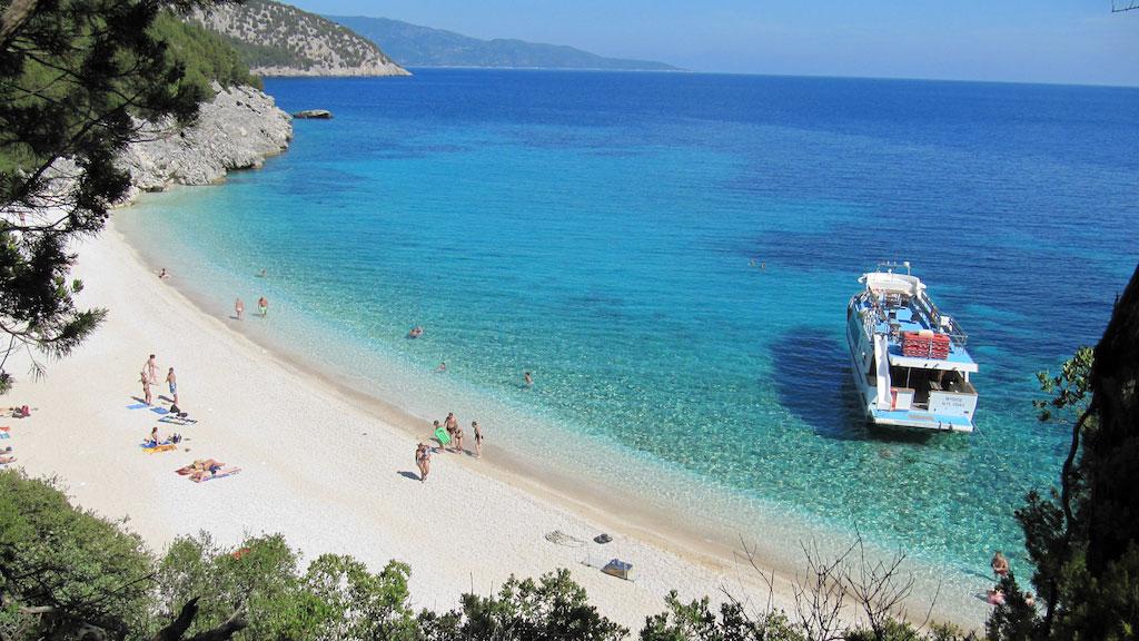 Καλύτερη απ' το Μύρτο: Η ωραιότερη κρυμμένη παραλία στην Ελλάδα (Pics)