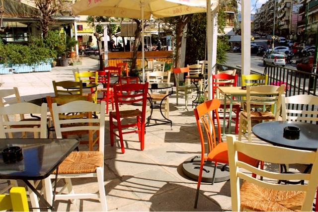 Το «φαινόμενο» Παγκράτι: Γιατί όλη η Αθήνα έχει τρελαθεί να πίνει πότο εκεί;
