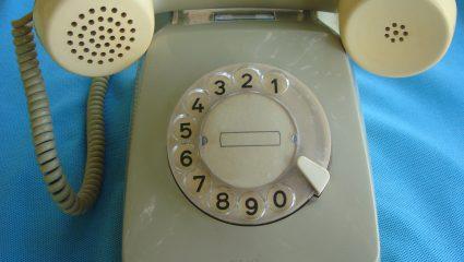 Η εποχή πριν τα κινητά: Τα τηλέφωνα με καντράν και οι ουρές μπροστά στα καρτοτηλέφωνα! (Pics)