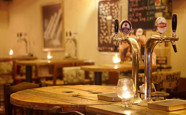 Berlin by 5 Drunkmen: Η φάση είναι «Δώστε άφθονη μπύρα στο λαό»