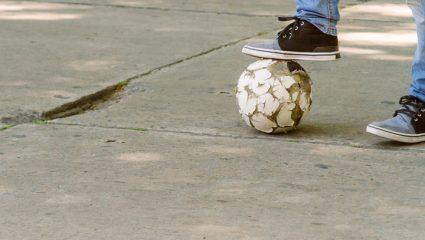 Κουίζ – Κρεμάλα: Θυμάσαι τι σημαίνουν 10 λέξεις που χρησιμοποιούσες όταν έπαιζες μπάλα στην αλάνα;