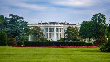 Η δεύτερη ζωή του προέδρου: Οι 9 διάσημες σχέσεις του πιο άτακτου ενοίκου του Λευκού Οίκου