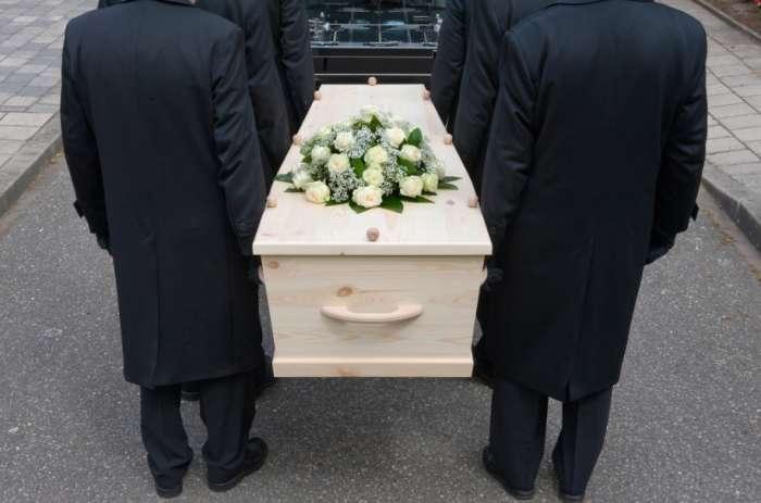 Πόσο κοστίζει να παντρευτείς, να βαφτιστείς και να πεθάνεις στην Ελλάδα του 2017