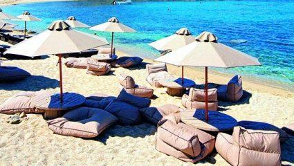 Πόσα θα πληρώσεις για μια βουτιά σε 6 οργανωμένες παραλίες της Μυκόνου