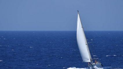 Πόσα χρήματα θα χρειαστείς αν θες φέτος να κάνεις διακοπές με σκάφος
