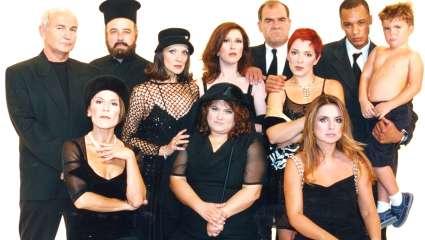 Σαρώνει: Η κορυφαία ελληνική σειρά της τελευταίας 20ετίας επιστρέφει