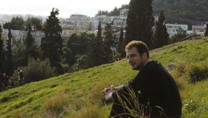 Νίκος Σαράφης: Ένας Έλληνας σκηνοθέτης στα μύχια της Νέας Υόρκης
