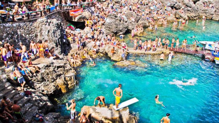 142 σκαλοπάτια πριν τον παράδεισο: Η ελληνική παραλία που οι ντόπιοι εύχονταν να μην την ανακαλύψουν ποτέ οι τουρίστες (Pics)