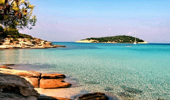 Covid free παράδεισος: Το άγνωστο ελληνικό νησί που έχει όλο το χρόνο ζεστά νερά και καθόλου κύμα (Pics)