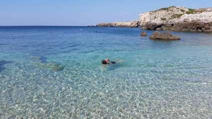 Κρύσταλλο: Αυτή είναι η πιο κρύα παραλία της Ελλάδας, που το νερό της δεν ζεσταίνει ποτέ