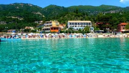 Νερό – παγάκι! Τολμάς να μείνεις πάνω από 10 λεπτά σ' αυτή την  ειδυλλιακή παραλία; (Pics)