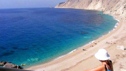 Τολμάς να πας; Η πιο ωραία παραλία της Ελλάδας είναι κλειστή λόγω επικινδυνότητας (Pics)