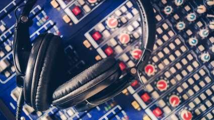 Κουίζ: 94.6 VS 102.2! Βρες 20 μεγάλα αθηναϊκά ραδιόφωνα από τη συχνότητά τους