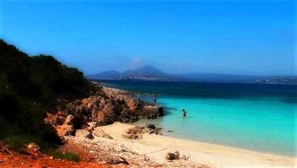 H πανέμορφη ελληνική παραλία με τα πιο βαθιά νερά της Μεσογείου (Pics)