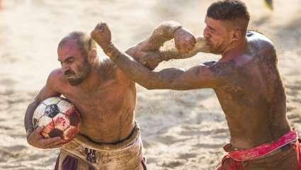 Calcio Storico: Αυτό είναι το πιο βίαιο άθλημα που υπάρχει στον κόσμο (Vids)