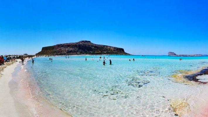 Άλλες 90 μέρες καλοκαίρι: Η ελληνική παραλία-μαγεία που μπορείς να κάνεις μπάνιο μέχρι τον Νοέμβρη (Pics)