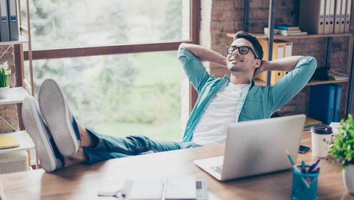 6 τρόποι για να συνεχίσεις τις διακοπές στη δουλειά, μέχρι το επόμενο καλοκαίρι