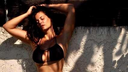 Η Μαρία Κορινθίου topless στην παράσταση «Γοργόνες και Μάγκες» – Με λίγα στρας στα επίμαχα σημεία (Pics)