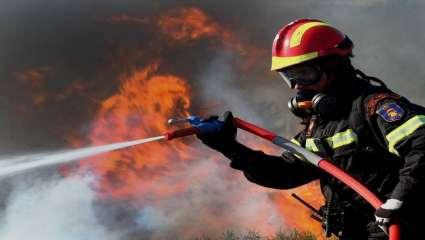 Ξαφνικά ο πυροσβέστης έγινε από «ταβλαδόρος» ήρωας