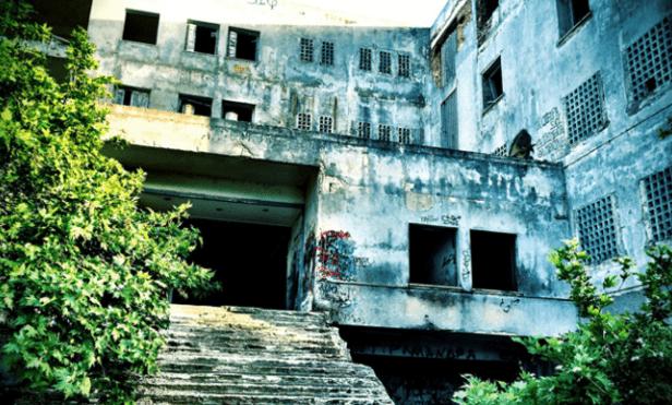«Ἄφησέ με νἄρθω μαζί σου»: Το στοιχειωμένο σανατόριο της Πάρνηθας που νοσηλευόταν ο Ρίτσος