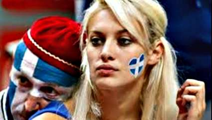 Νάντια: Η ξανθιά οπαδός της Εθνικής στην πιο καυτή της φωτογράφιση (Pics)